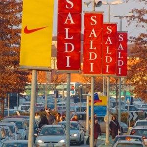 half off 51d51 bf76e Saldi, assalto all'Outlet di Serravalle: code di 5 ...