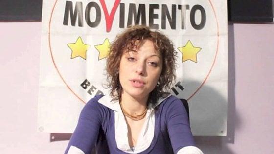 Torino, usa auto di servizio per andare a prendere la figlia: bufera sulla consigliera Cinque Stelle