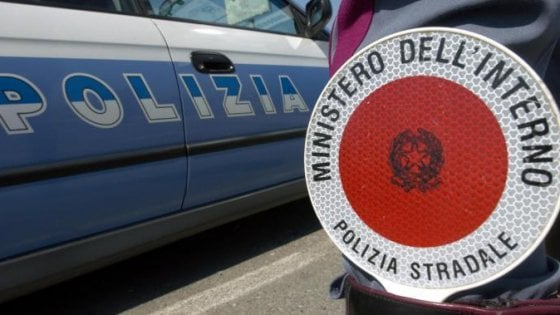 Novara, getta un bicchiere di carta dall'auto: multato dalla Polstrada