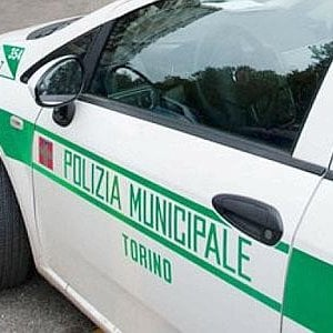 Pirata della strada provoca quattro incidenti in mezz 39 ora for Quattro ristoranti torino