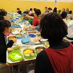 Torino, un milione di pasti in meno a scuola:  a rischio 90 posti di lavoro