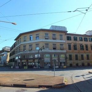 Torino, senza dimora si getta nella tromba delle scale dell'ospedale