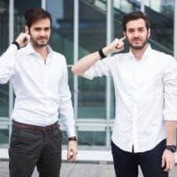 Torino, ecco l'invenzione per parlare al cellulare con un dito