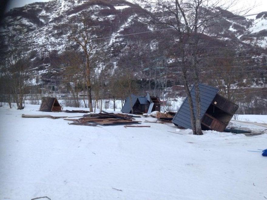 Entracque il vento sradica le casette di legno del centro for Casette di legno del paese