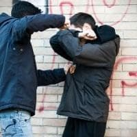 Ivrea, bullismo a scuola: colpisce alla nuca  un compagno, ragazzo rischia l'espulsione