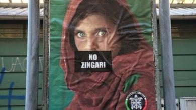 """""""No zingari"""" sulla foto di McCurry con il logo di Casapound. Giallo sul manifesto"""