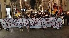 """Maestre in piazza  contro la sentenza  che le """"licenzia""""   Di ALESSANDRO CONTALDO"""