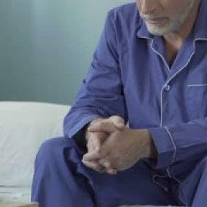 Torino, i vigili salvano un uomo da due settimane a letto: non riusciva ad alzarsi