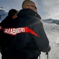 Sciatore trentenne cade in pista e muore sbattendo contro un frangivento