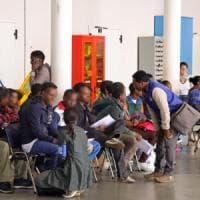 Case e terreni comprati con i soldi per i profughi, la diocesi di Asti sospende