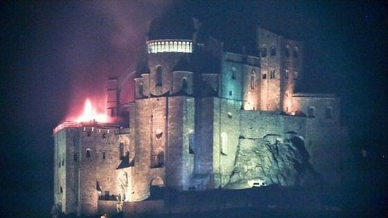 Incendio alla Sacra di San Michele, l\'abbazia che ispirò \