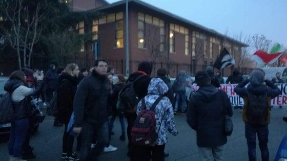 """Torino, picchiati davanti a scuola dai militanti di Blocco studentesco: """"Aggressione fascista"""""""