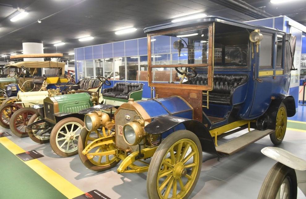Il garage del museo dell 39 auto l 39 officina dove rinascono for 2 officine di garage per auto