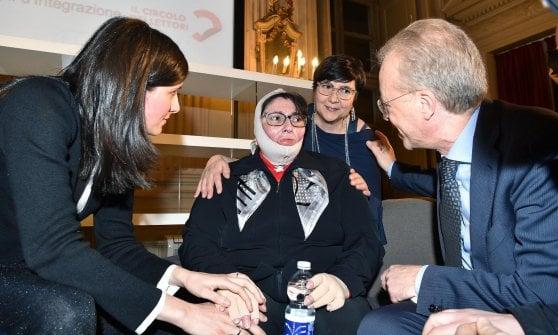 Torino, Appendino contestata all'incontro con Lerner e la donna che si era data fuoco all'Inps