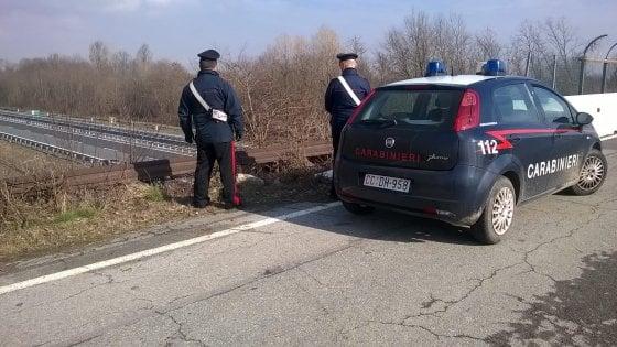 AUTOSTRADA TORINO-AOSTA - Lanciano sassi dal cavalcavia: due bambini identificati dai carabinieri