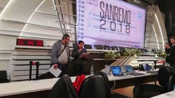 """Embraco, l'urlo dei lavoratori arriva a Sanremo: """"No ai licenziamenti"""""""