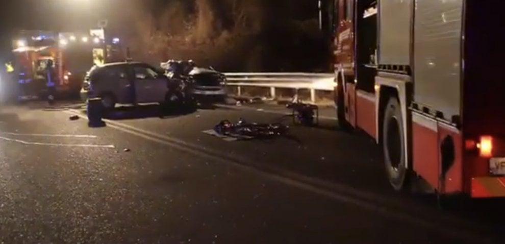 Due ragazzi morti e tre feriti gravi nello scontro frontale di Cuorgnè