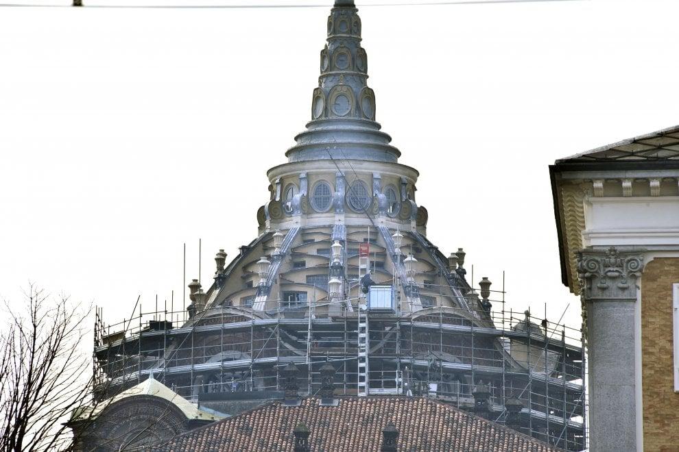 La cupola della Cappella della Sindone torna visibile vent'anni dopo l'incendio: iniziato lo smontaggio dei ponteggi