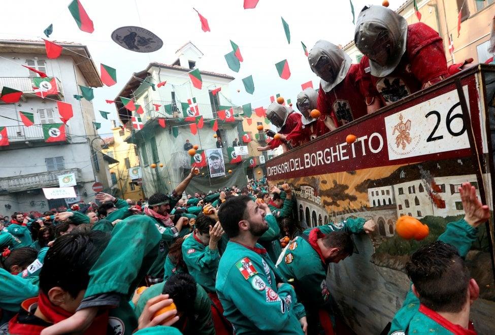 Carnevale di Ivrea, oltre 40mila spettatori alla battaglia delle arance