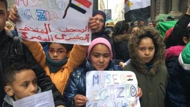 Cento bambini di origine araba cantano l'inno di Mameli all'Egizio      foto       video