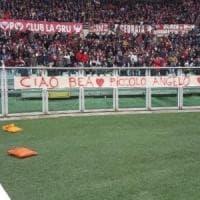 Torino il derby ricorda la piccola Bea: in curva uno striscione dedicato