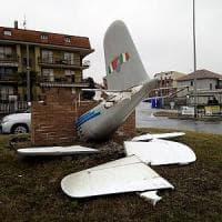 Raid vandalico a Borgaro: spezzate le ali dell'aereo nel monumento al Grande