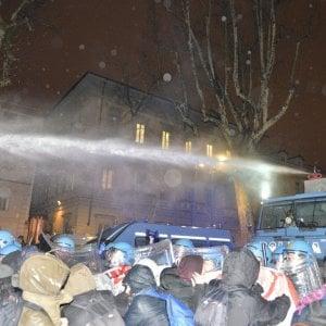 Notte di guerriglia a Torino, il Viminale: fatti gravissimi, abbassare i toni