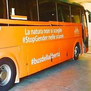 """Torino,""""E' No Gender"""":  il Comune nega la sosta del """"Bus della Libertà"""""""