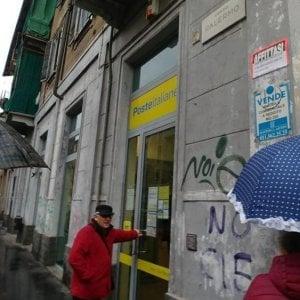 Torino, rapina con pistola in un ufficio postale di corso Palermo, mille euro il bottino
