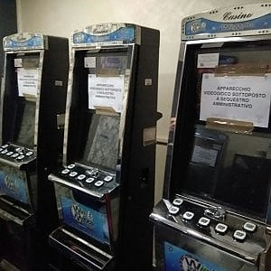 Torino, slot machine irregolari: multato gestore di un bar