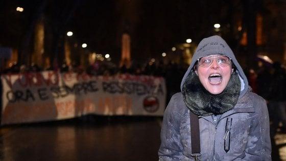 Torino, la ministra chiede la censura per la maestra che offese i poliziotti