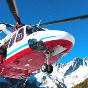 Salto di roccia fatale, snowboarder muore sulle Alpi piemontesi