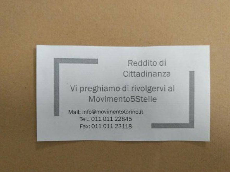 """Torino, l'avviso nella bacheca del Caf: """"Reddito di cittadinanza? Chiedete ai 5 Stelle"""""""