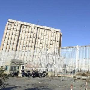 Torino, cassaforte rubata in carcere: indagine sull'ex cassiera dello spaccio. Indagato pure il figlio