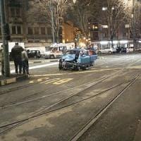 Torino, scontro tra due auto in piazza Sabotino: quattro feriti