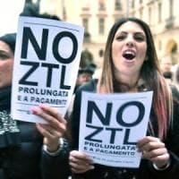 La rivolta dei negozianti contro la nuova Ztl, il Comune: il via slitta