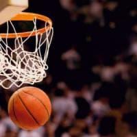 Basket, rissa nel campionato giovanile a Rivoli: un'atleta all'ospedale