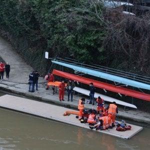 Incidente o suicidio nel Po: morto l'uomo portato a riva dai canottieri