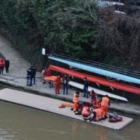 Incidente o tentato suicidio nel Po: portato a riva dai canottieri del Circolo