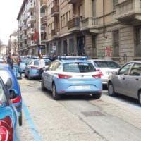 Torino poliziotti entrano armi in pugno nel consolato marocchino: la protesta