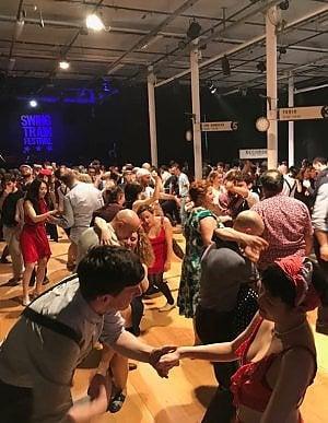 Giovani appassionati di lindy hop