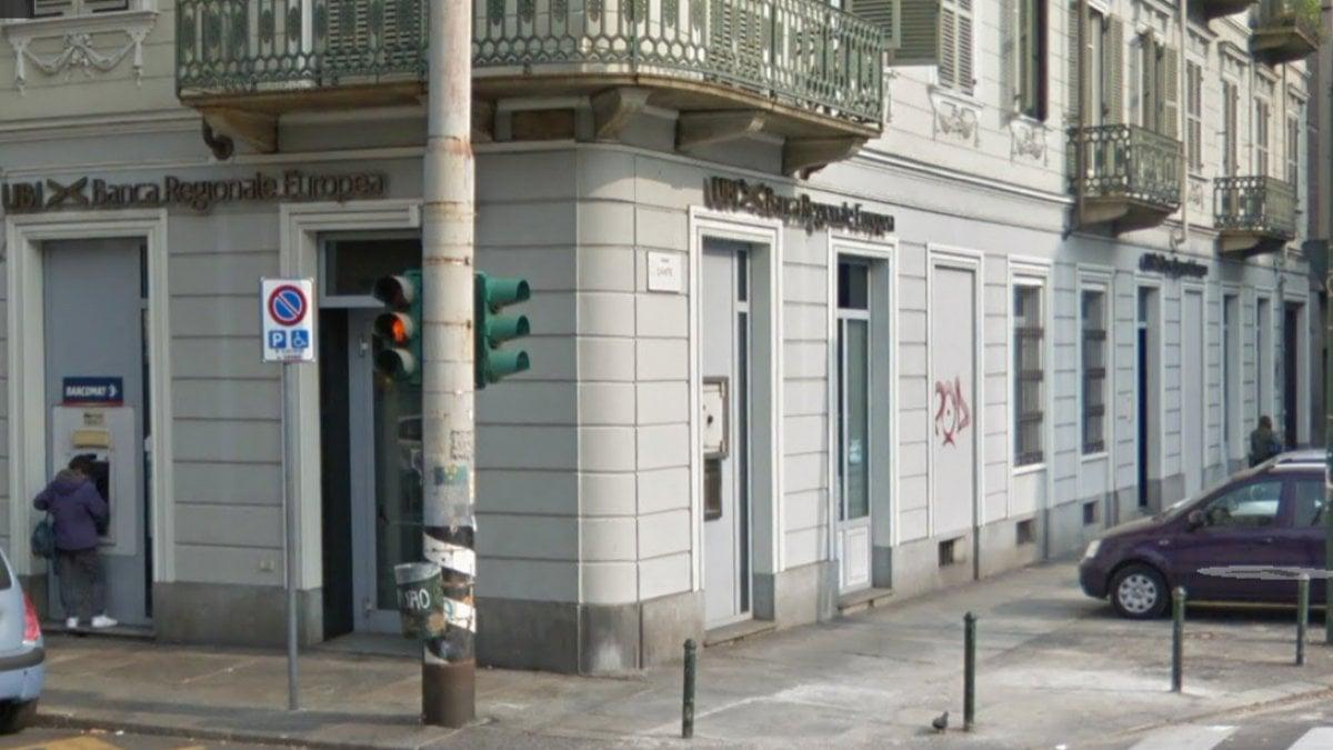 Torino aggredisce un uomo che preleva al bancomat subito for Subito offerte di lavoro torino