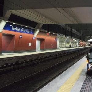 Torino travolto dal treno dei pendolari alla stazione di - Treni porta susa ...