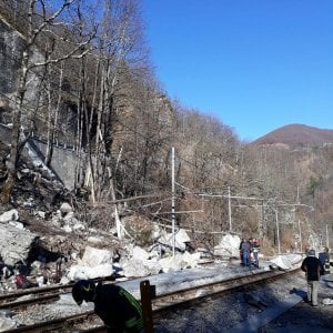 Ossola, ripristinato il collegamento ferroviario con la Svizzera dopo la frana