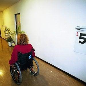 """Torino, solidarietà """"a tempo"""" per Isabella malata di sclerosi multipla: """"Nove mesi di lavoro, ora sono di nuovo disoccupata"""""""