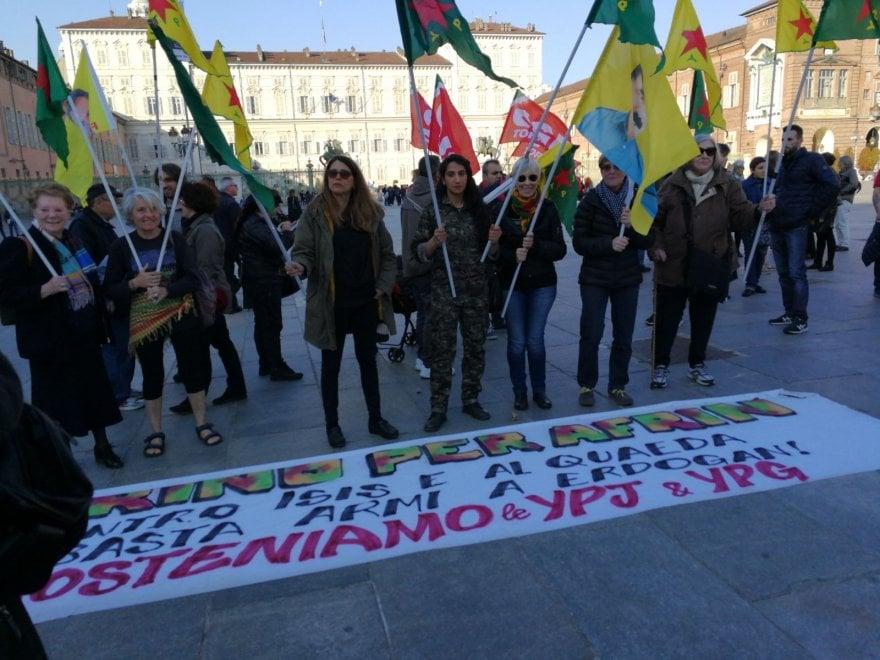 Torino, presidio di solidarietà ad Afrin assediata dall'esercito turco