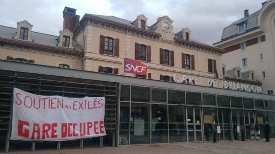 Migranti, frontiera Italia-Francia sempre più calda: occupata la stazione di Briançon