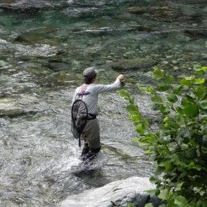 Colto da malore, pescatore trascinato via dalla piena della Dora Riparia