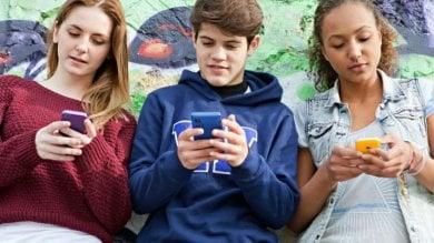 Il Piemonte lancia il patentino per ragazzi: 80 ore per l'uso corretto dello smartphone