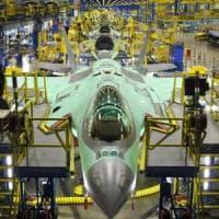 Troppi precari, primo sciopero nella fabbrica degli F35 a Cameri:
